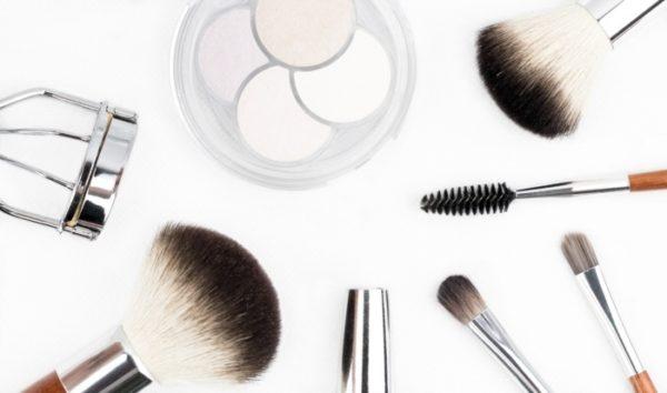 make up - brush - skin - gym - damage