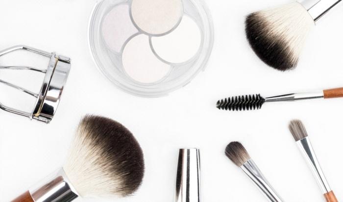 wearing-make-up-to-the-gym-damaging-skin